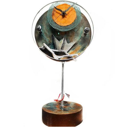 Ρολόι Επιτραπέζιο Σε Λαδί Χρώμα στηριγμένο σε άξονα με Καραβάκι